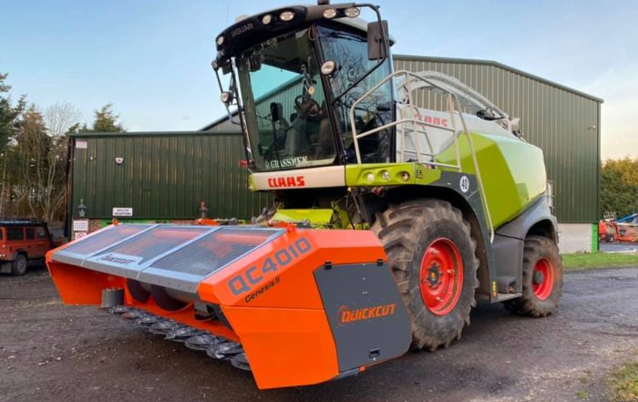 Quickcut QC4010 Genesis 2 4 metre wholecrop header on claas forage harvester